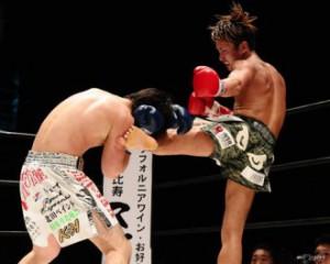 宮本選手と激しい攻防が繰り広げられた (写真提供:格闘技サイト「e-Fight」)