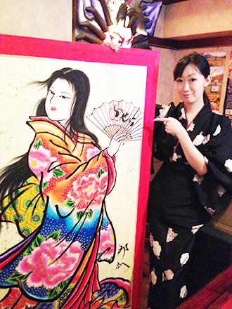 弘前市のねぷた絵師の方が描いてくださった美人画。扇子には「らせら」の文字