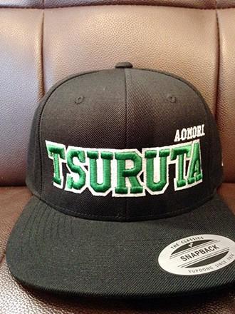 「鶴田が好きすぎて、ケヤグの分と合わせて20個、作っちゃいました。NY、LAがあるから、TSURUTAだってあっていいですよね」と一戸さん。左脇には町章も縫い込んだ