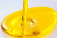 黄金色に輝くナタネ油