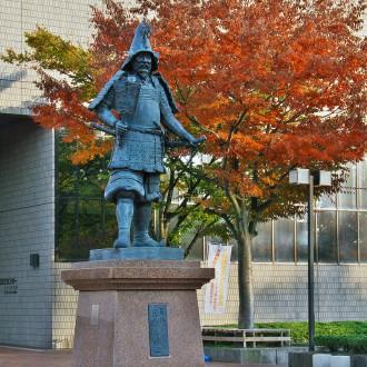写真1 津軽為信銅像