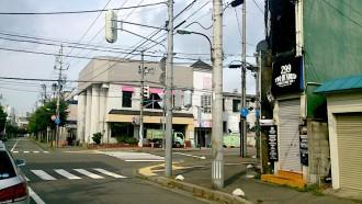 勧業銀行は道路拡幅の際東側半分を削られたため手狭となり新町に移転。最後は孔雀苑として使われた。(写真提供:古書思い出の歴史)