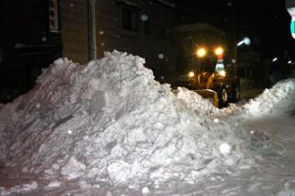 青森市内での深夜の機械除雪:2011年12月撮影