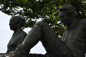 小説「津軽」の像
